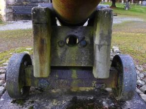 canon at the Hector Macdonald memorial Dingwall (5)