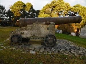 canon at the Hector Macdonald memorial Dingwall (6)