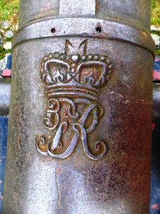 canon at the Hector Macdonald memorial Dingwall (7)